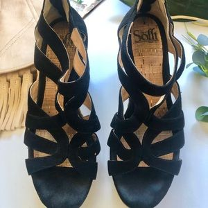 Sofft black straw wedges